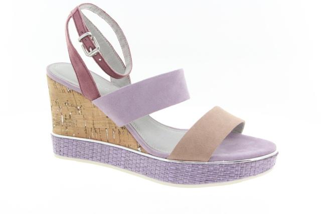 4b14f99316 Tento rok však uvidíme takto barevnou obuv i na podzim a v zimě.  Levandulová barva bude letos hitem na sandálkách i kozačkách.